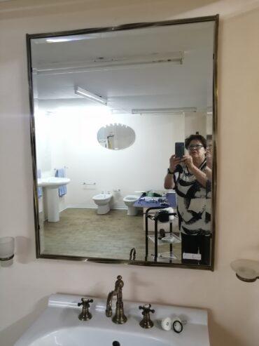 specchio-bisellato-con-cornice-ottone-brunito